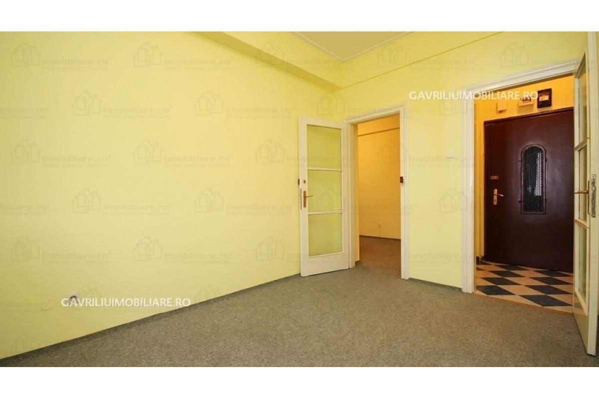 6 camere inchiriere zona ultracentral,vis-a-vis[ magazin cocor] comision 0,
