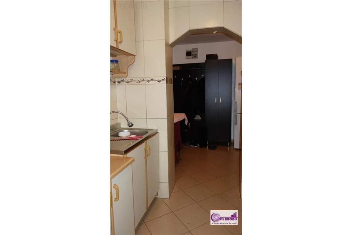 Apartament 2 camere decomandat, zona Alexandru cel Bun