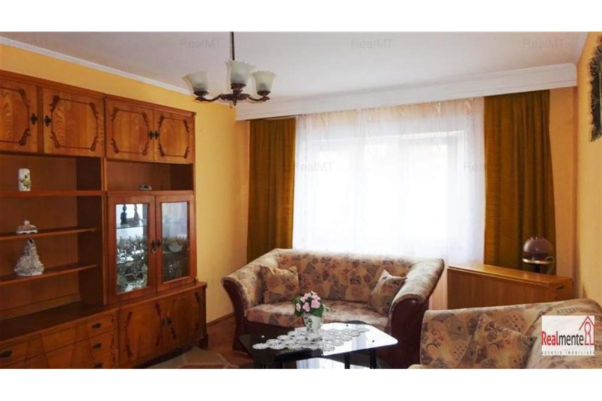 apartament 3 camere, Cetate