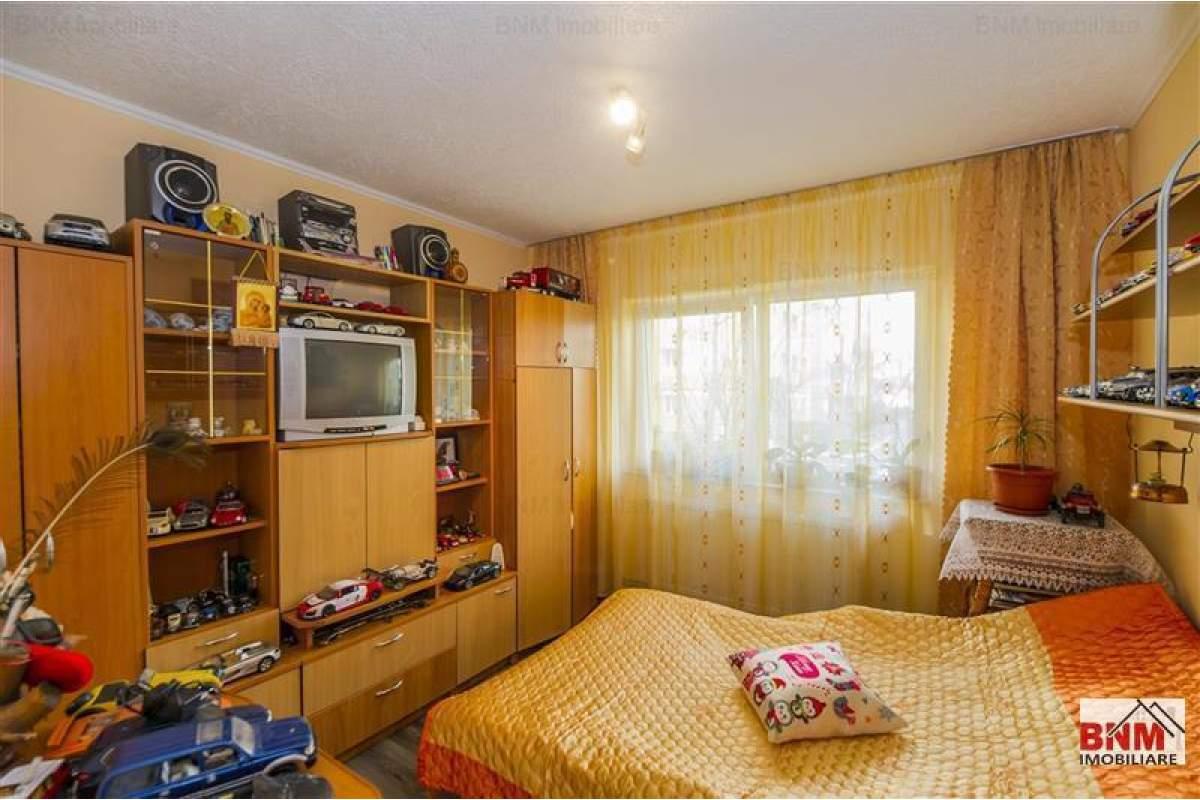 Apartament 3 camere complet mobilat si utilat!