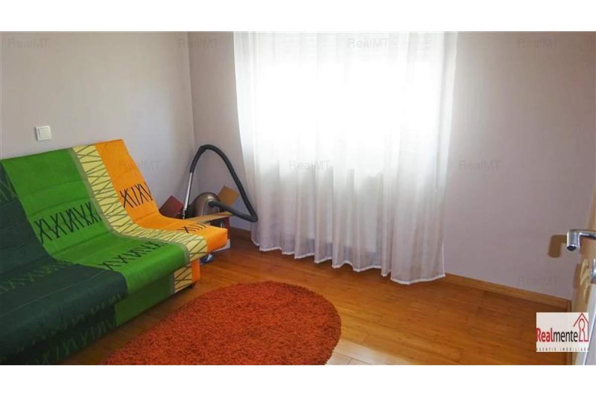 Apartament 3 camere, etaj 1, bloc nou