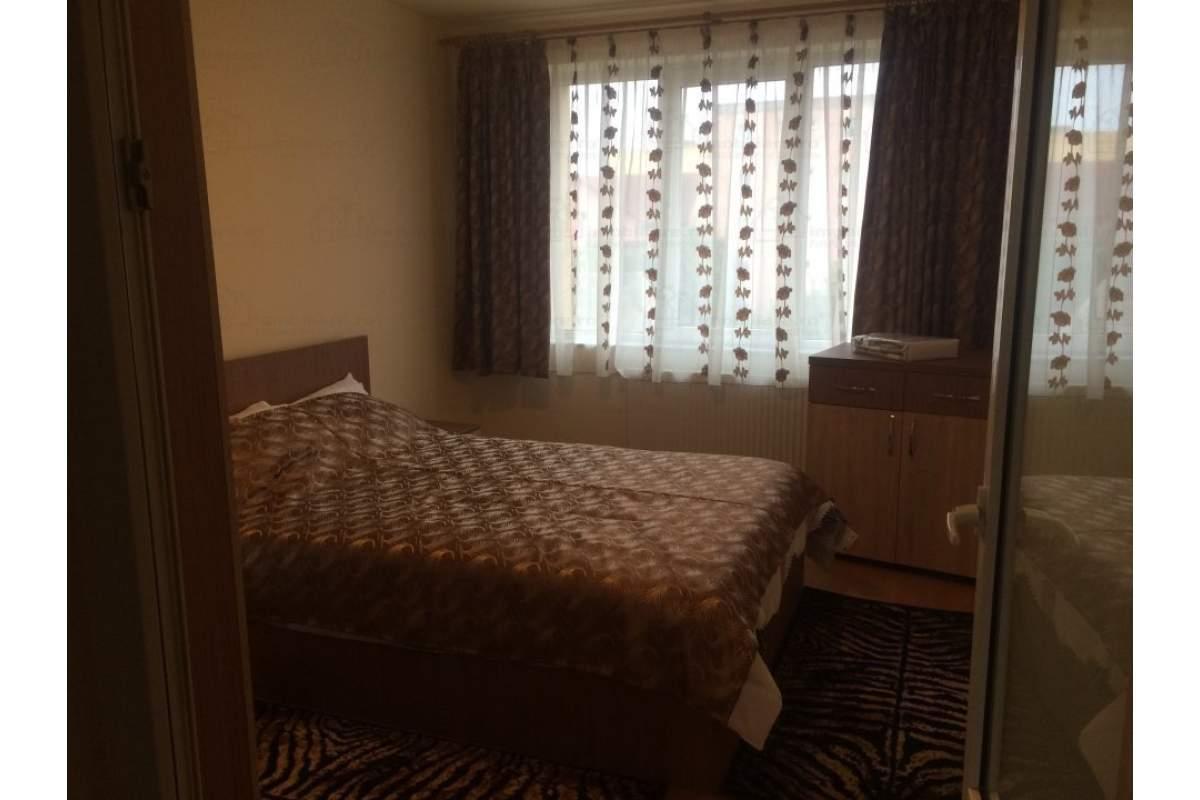 Apartament 3 camere mobilate, utilate cu doua chirii in avans (garantie)