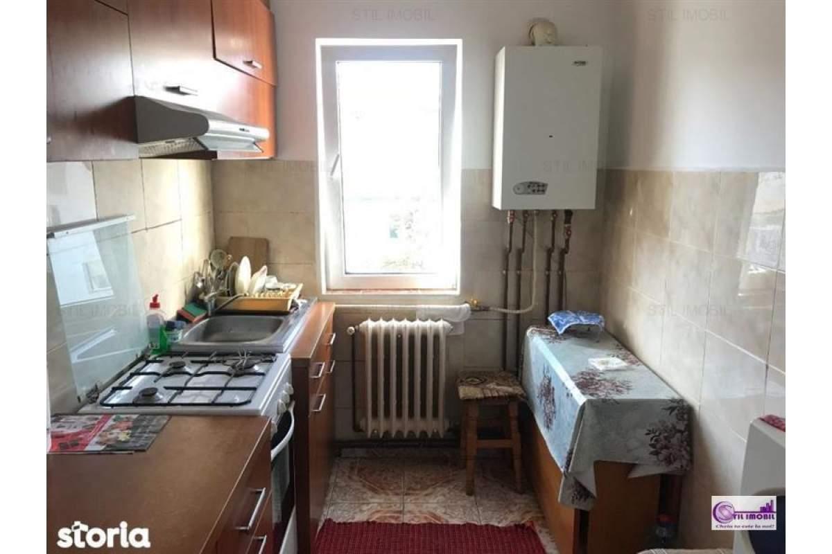Apartament 3 camere semidecomandat Alexandru cel Bun zona Zimbru