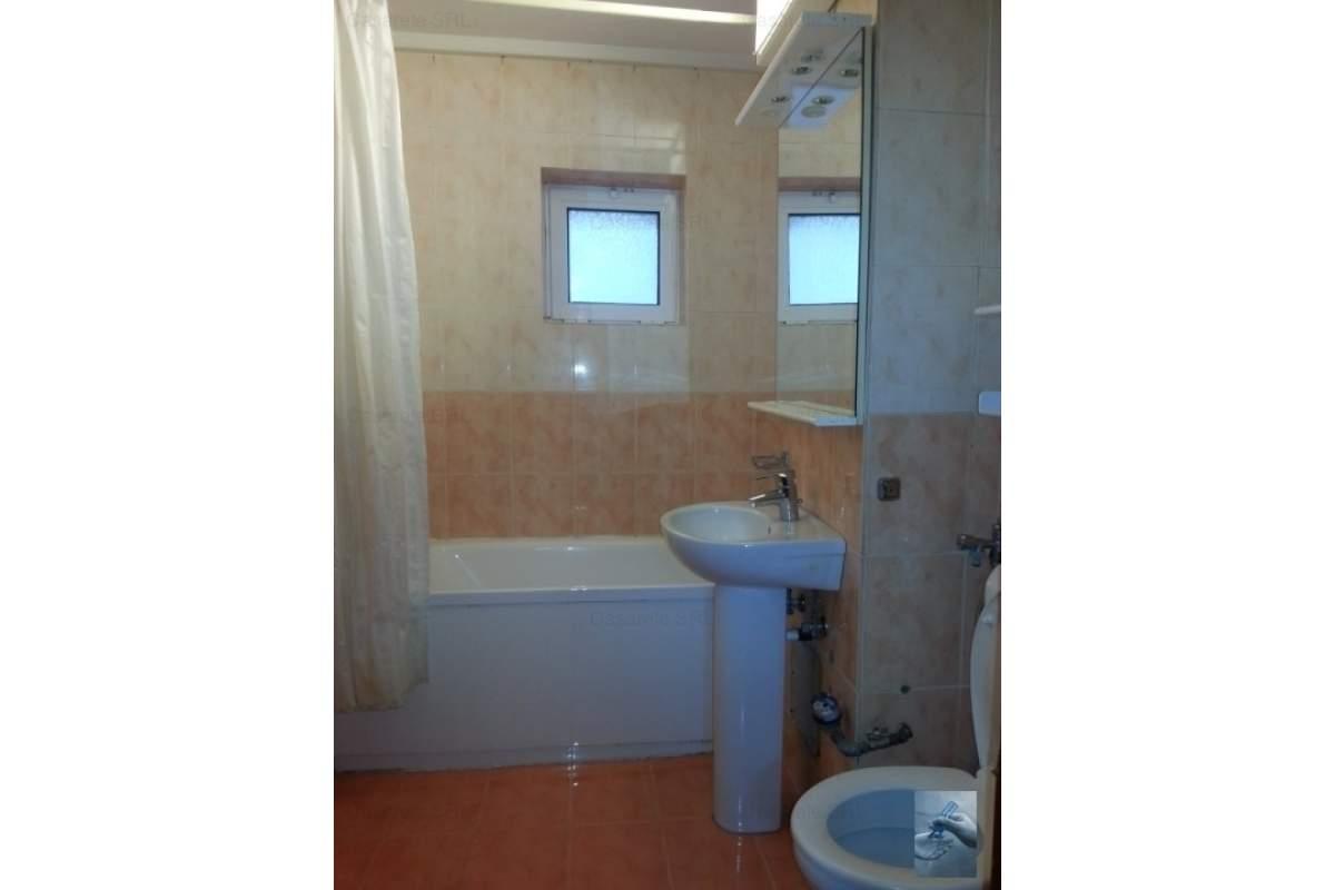 Apartament 3 camere , zona 300