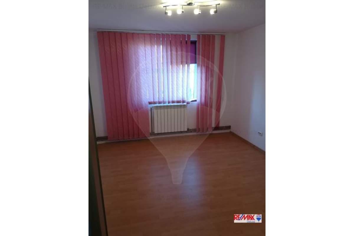 Apartament 3 camere zona Decebal
