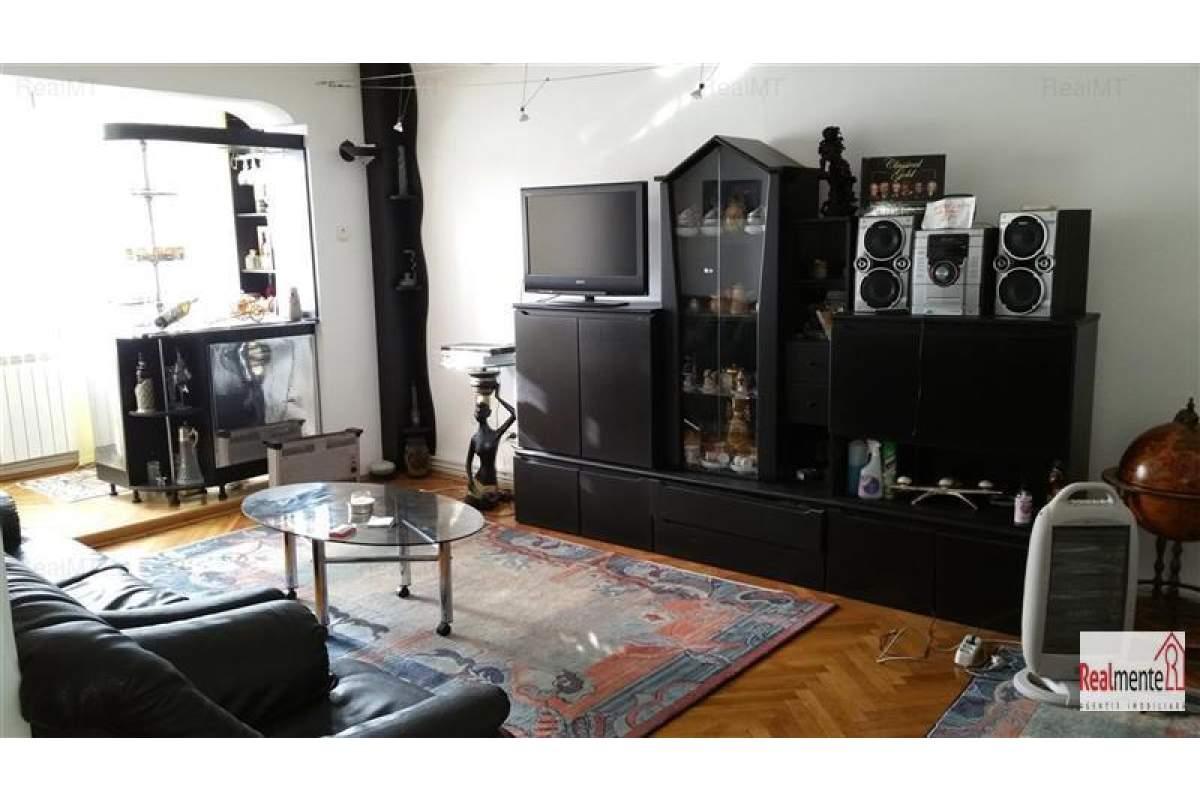 Apartament 4 camere, Caroline