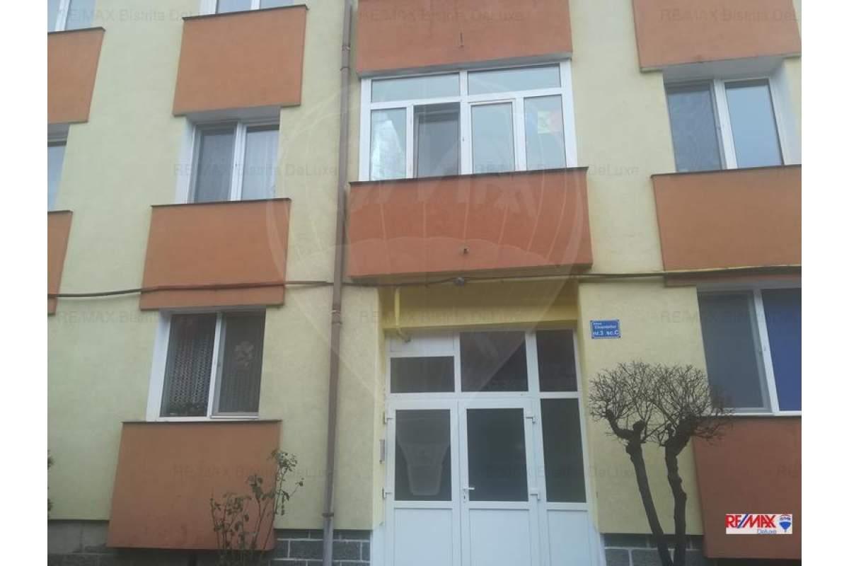 Apartament 4 camere de inchiriat zona Kauflandul de jos.