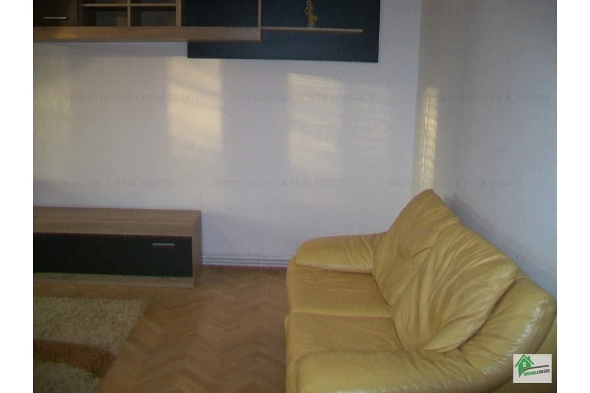 Apartament 4 camere ,ultracentral Deva,etaj 2