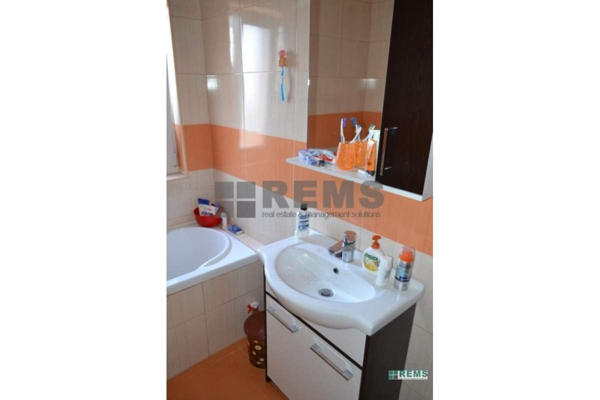 Apartament cu 2 camere decomandat, in Andrei Muresanu, zona strazii Becas