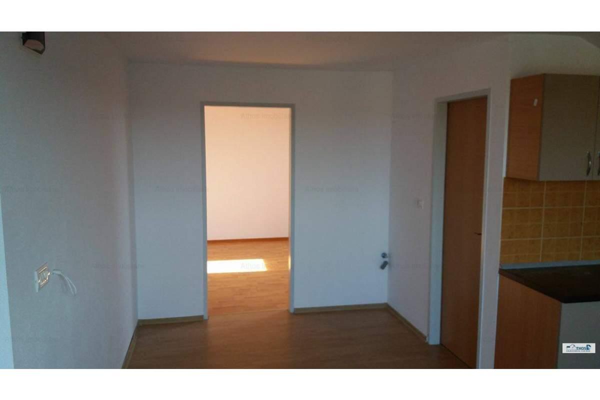Apartament cu 2 camere nedecomandat NOU in zona Balcescu