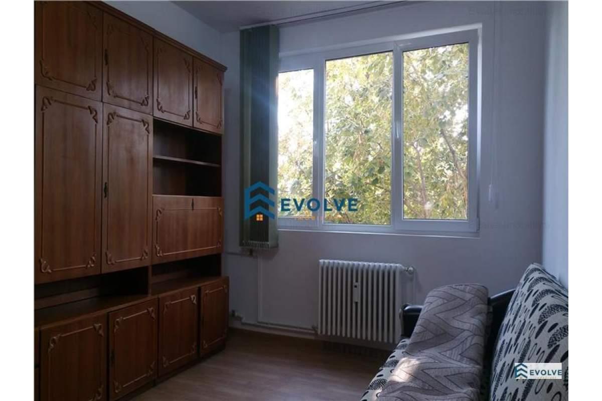 Apartament cu 3 camere central, de inchiriat