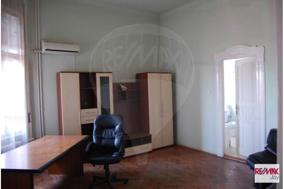Apartament cu 4 camere in zona Ultracentral