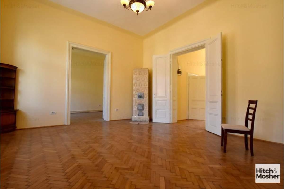 Apartament in imobil istoric, spatios, renovat, in zona centrala - Timisoara
