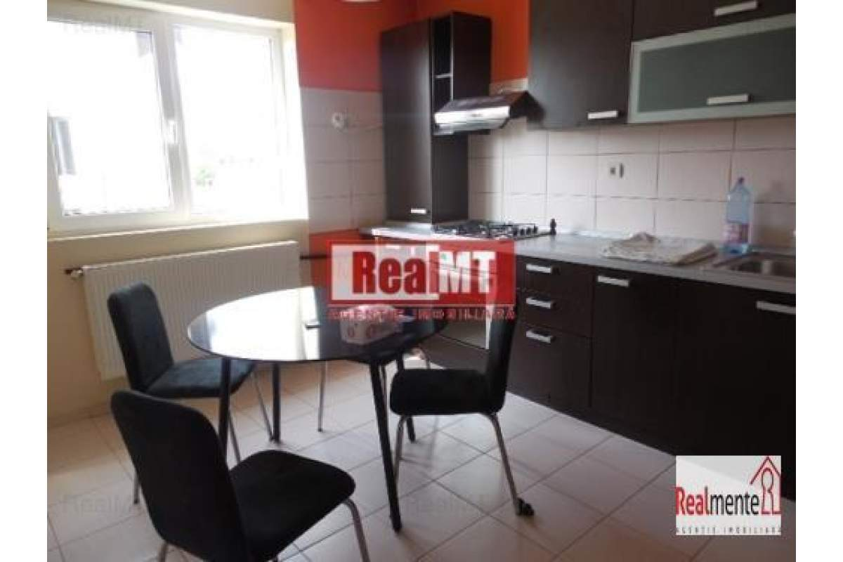 Apartament in vila, zona linistita