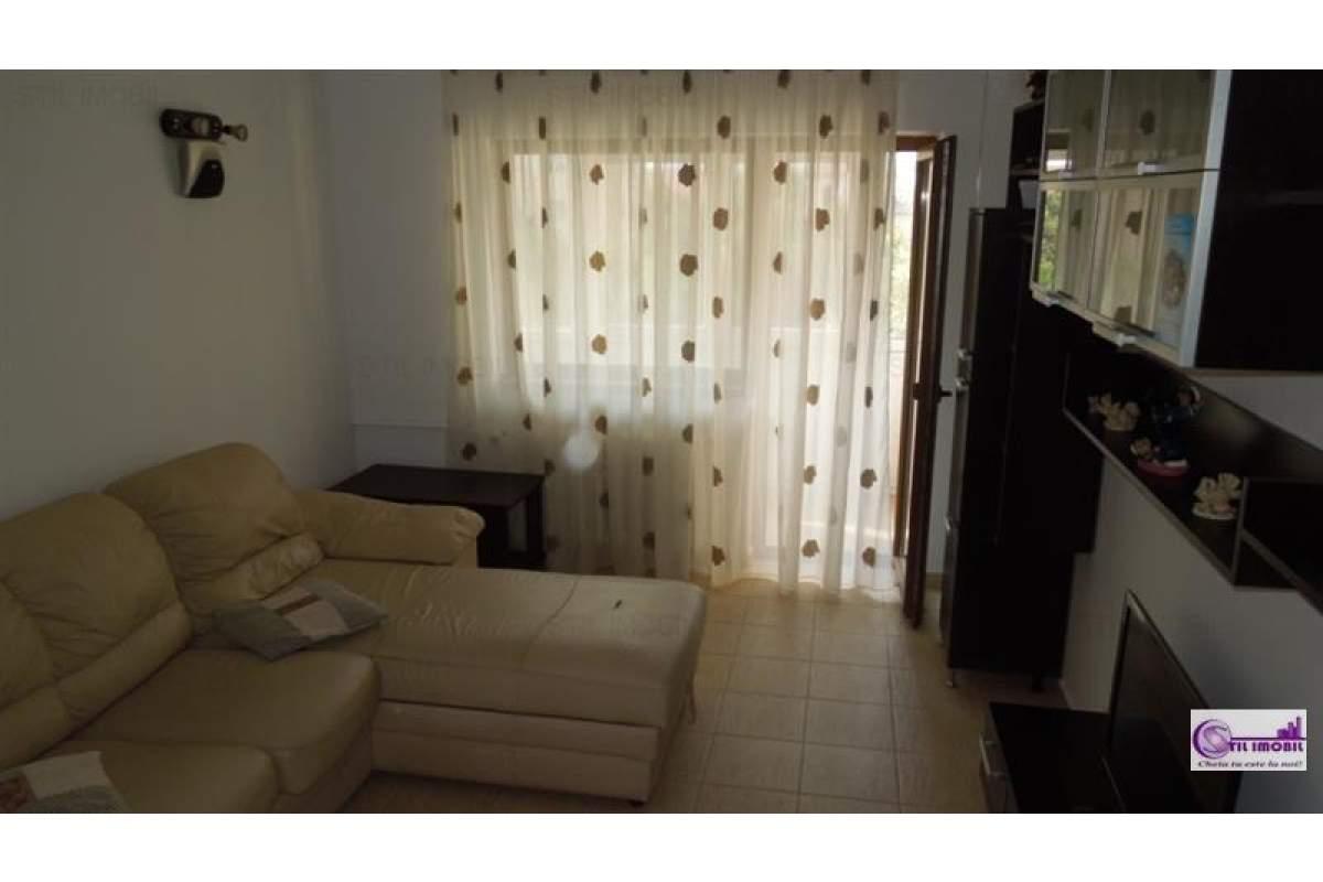 Apartament trei camere Centru Civic 450 euro