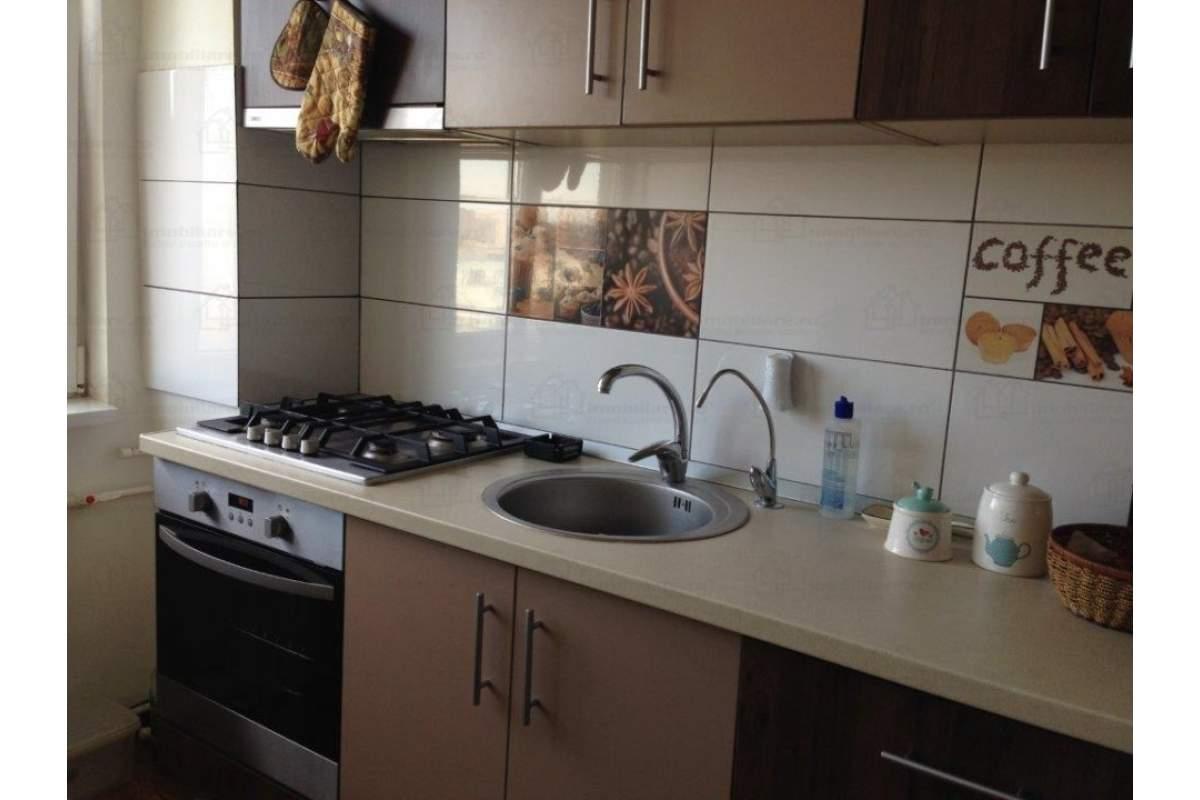 Apartament ultracentral, vedere laterala la mare, 350 euro / luna