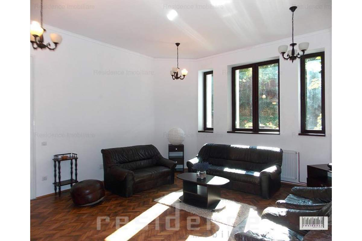 Casa 3 camere, zona semicentrala, Horea + Curte proprie si Garaj