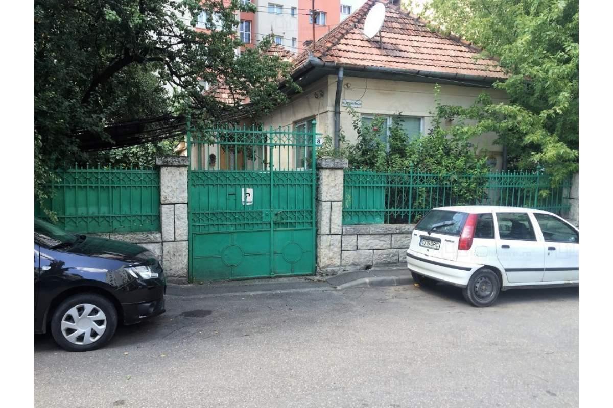 Casa cu 3 camere si curte de inchiriat in Manastur, Str. Agricultorilor Nr. 8