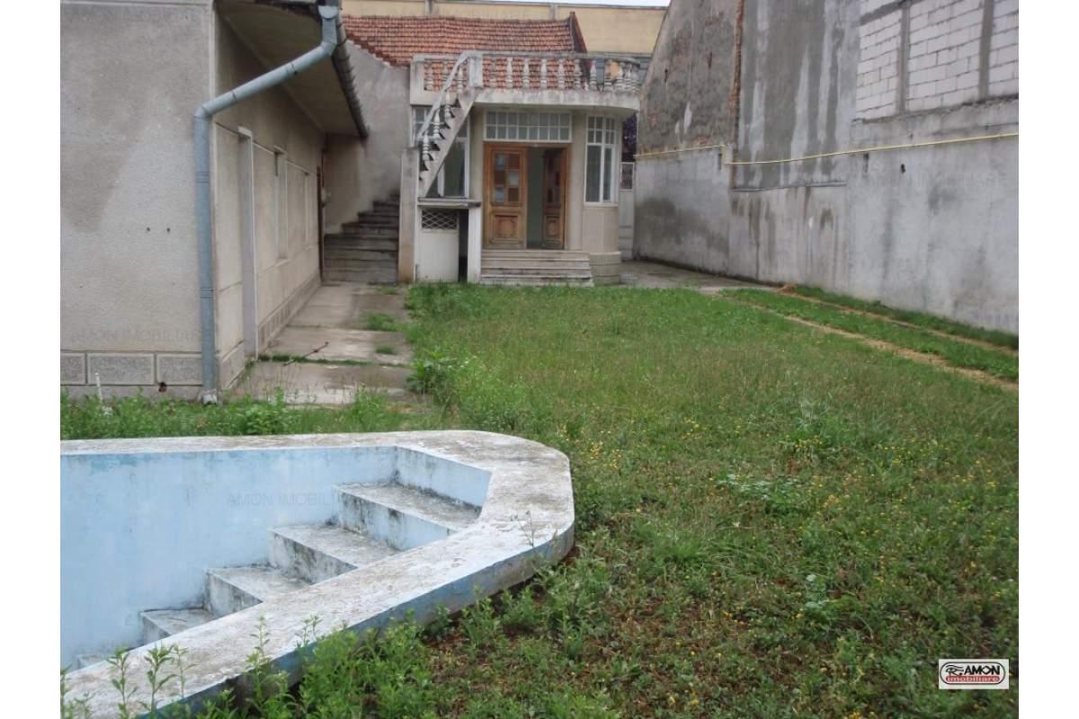 Casa de vanzare str.A.Saguna si de inchiriat