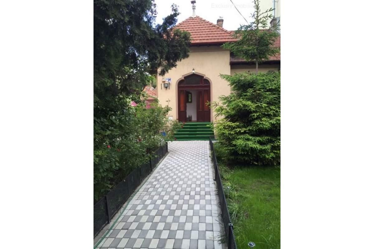 Casa mobilata modern, 4 cam 120 mp, curte 300 mp - garaja, foisor, gradina