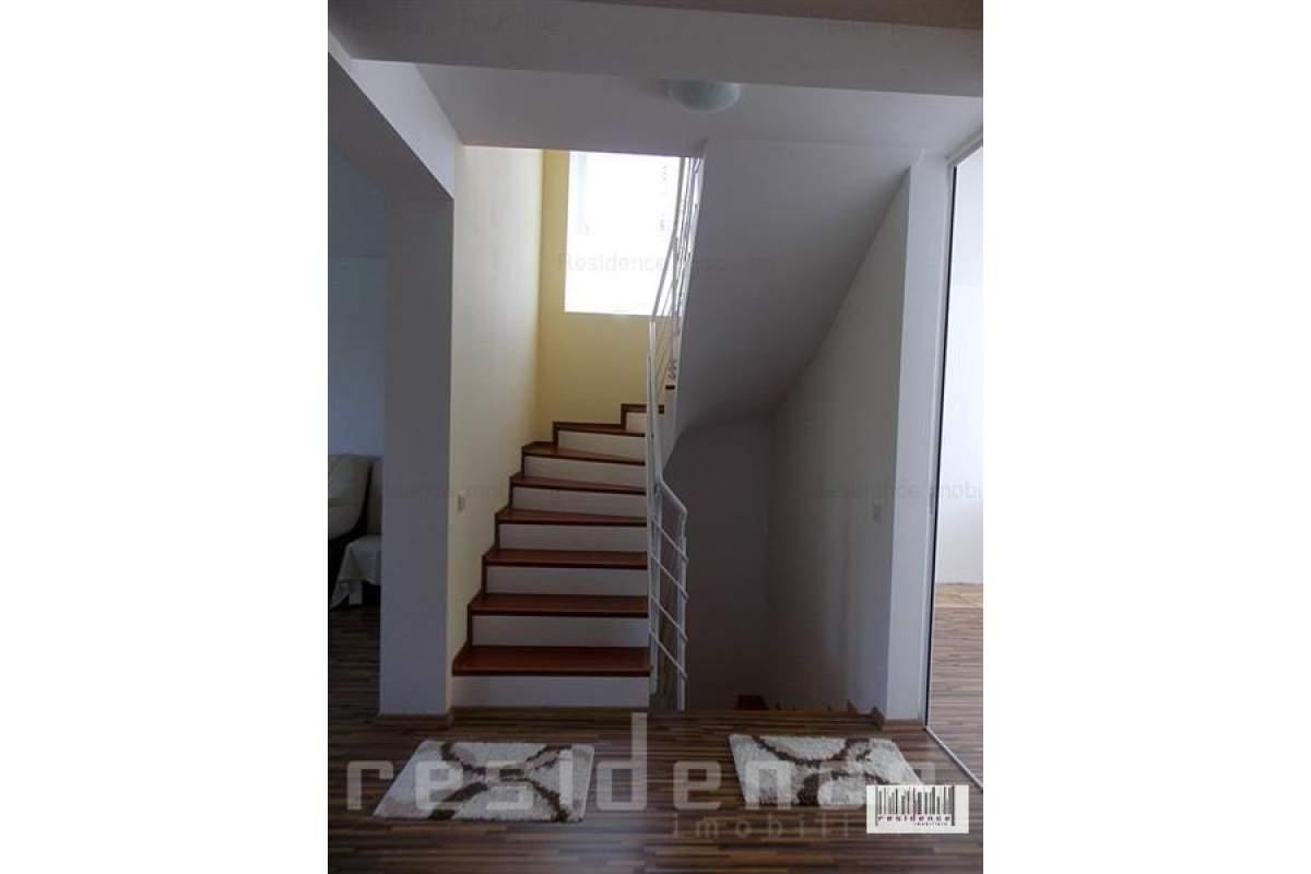 Casa tip duplex, 4 camere, 250 mp curte, Andrei Muresanu
