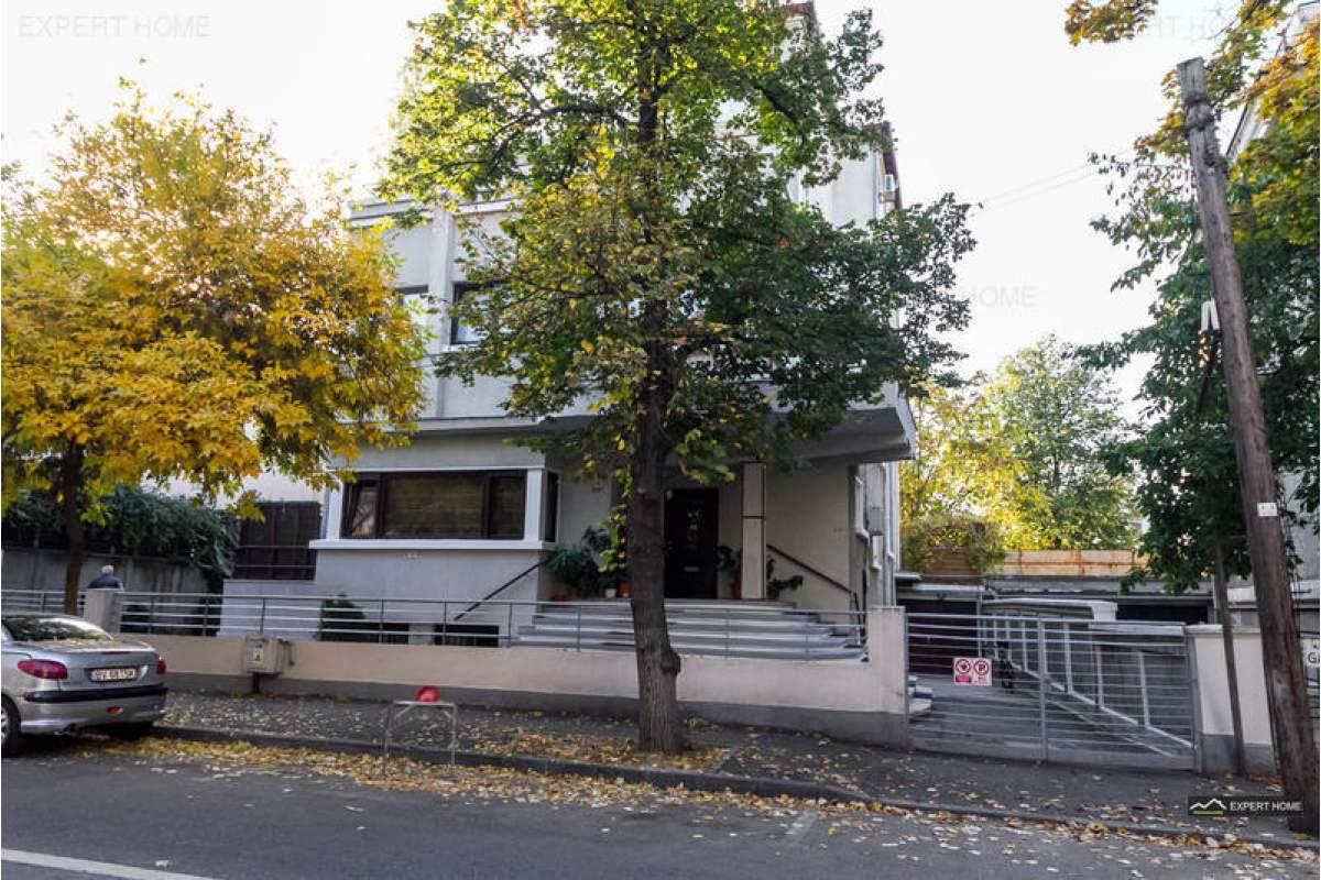 Casa / Vila cu 10 camere de inchiriat in zona Aviatorilor