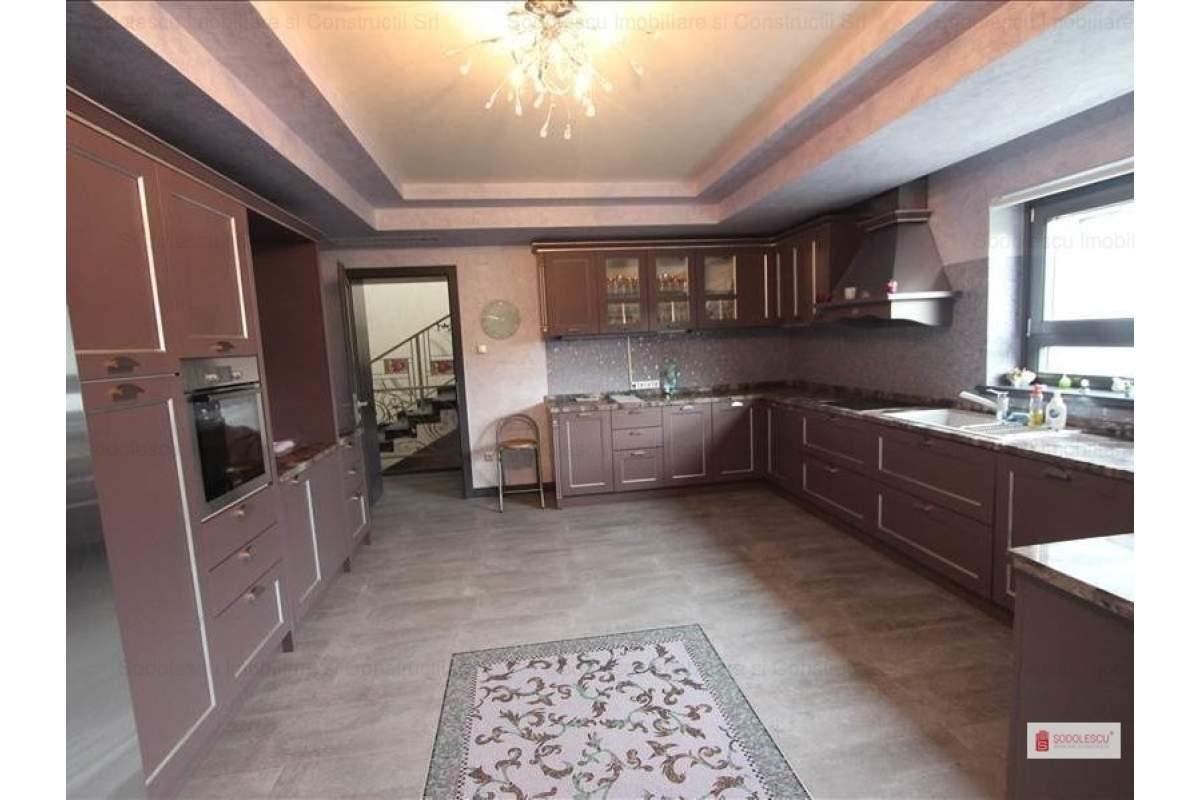 Casa / Vila cu 7 camere in zona Lipovei