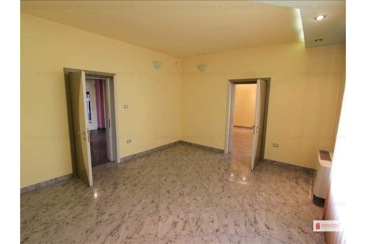 Casa / Vila cu 9 camere in zona Cetatii- pretabila pentru birouri