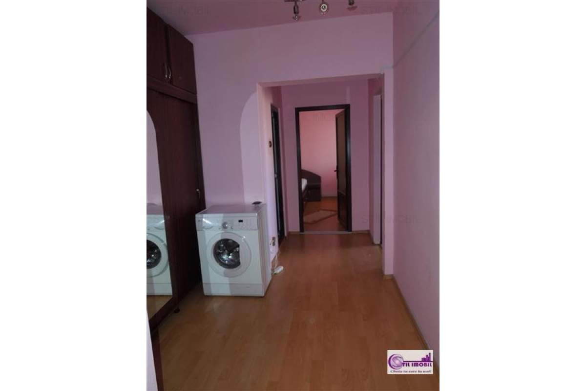 Centru Civic apartament 3 camere decomandat