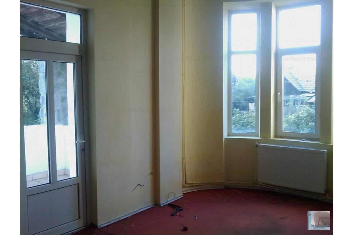 CHIRIE apartament la parter in CASA zona Lic.Economic pt.birouri, sediu firma