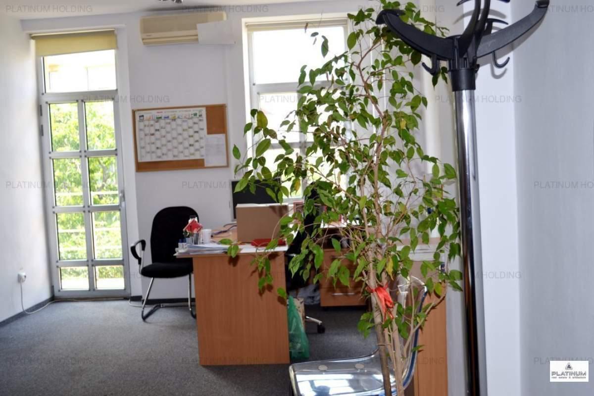 Cladire de birouri aproape de metrou