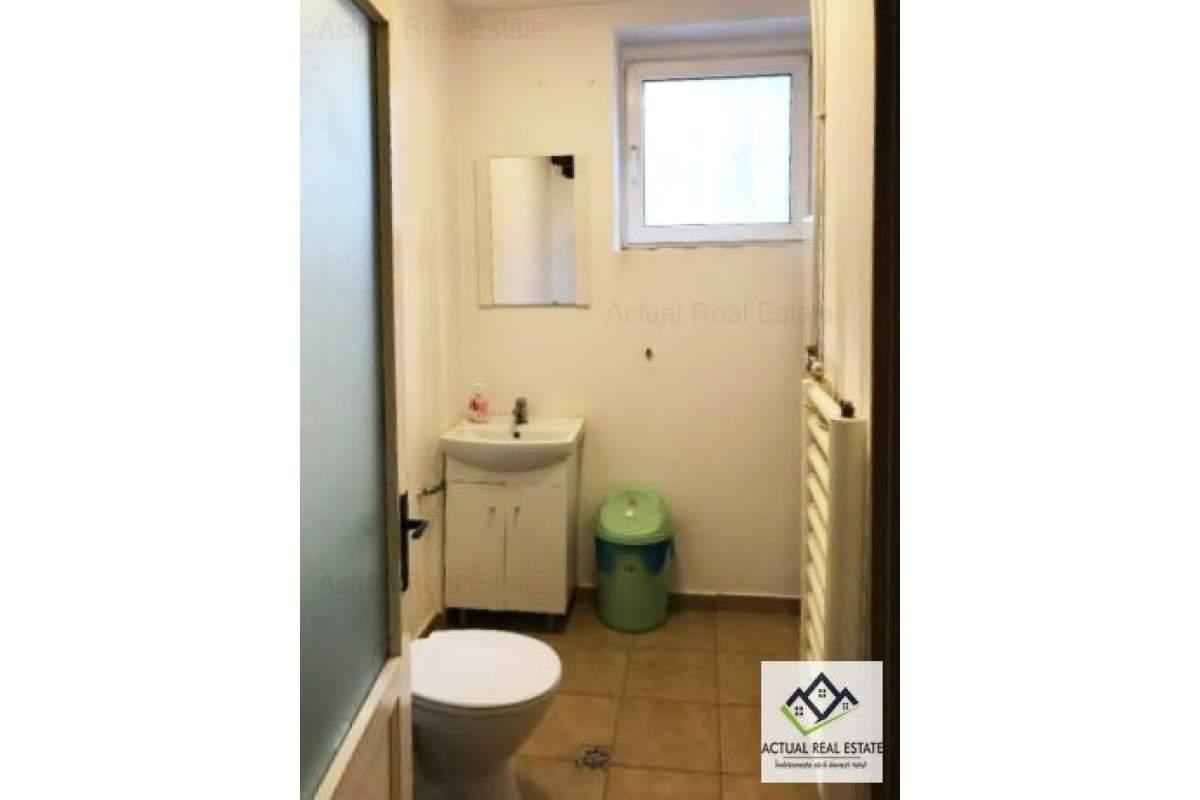 Constanta ,Ultracentral apartament 2 camere decomandat !
