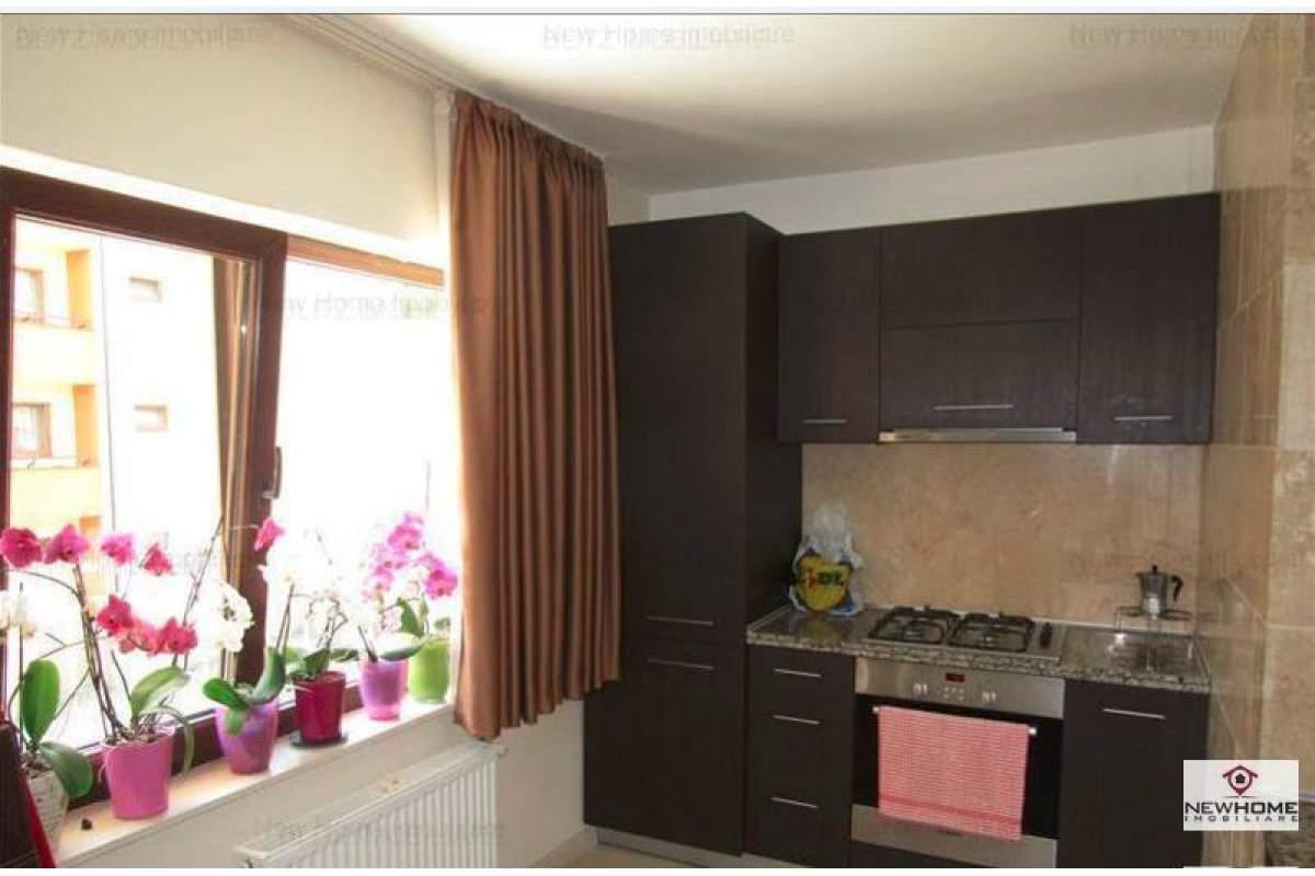 De inchiriat apartament 3 camere in Andrei Muresanu