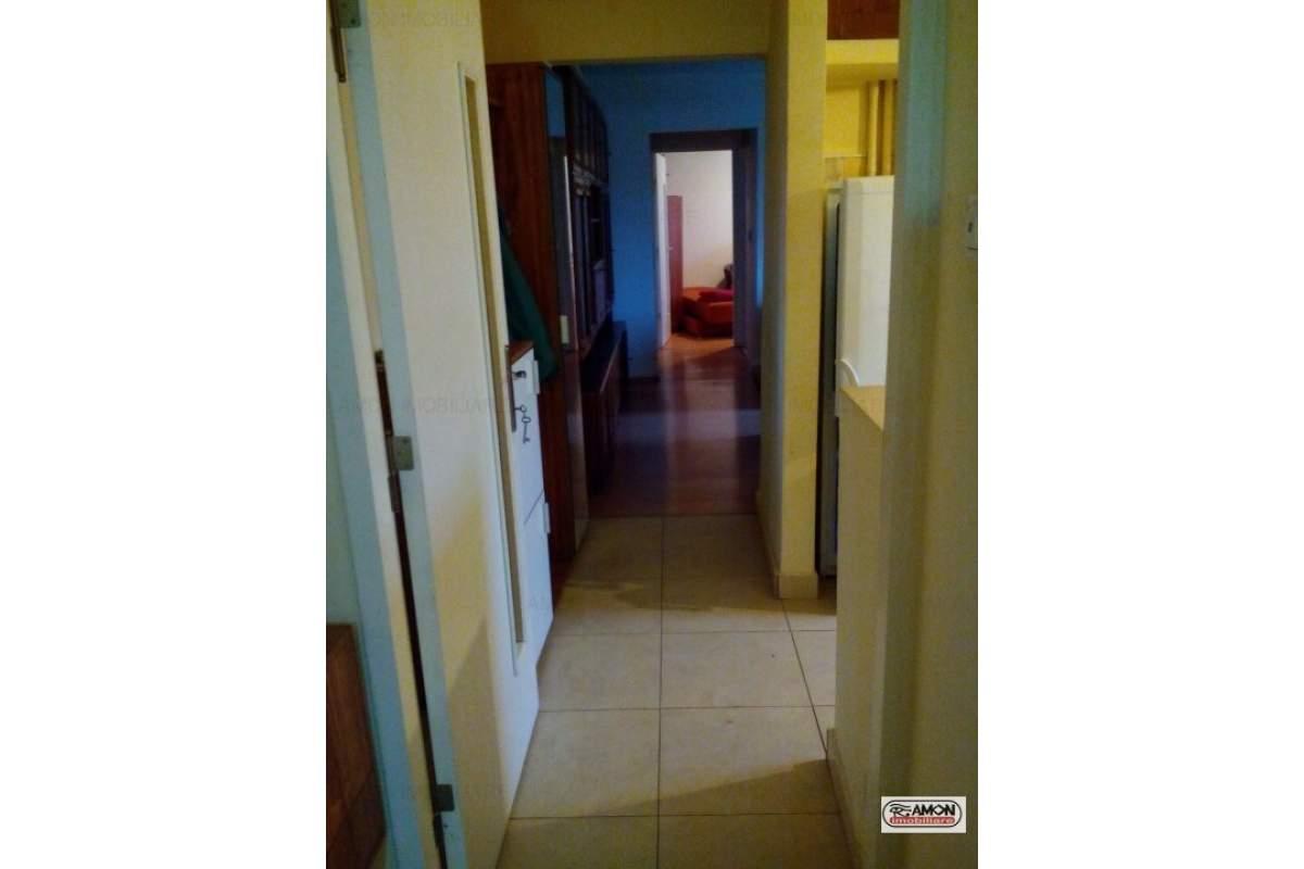 De inchiriat apartament 3 camere zona Confectii