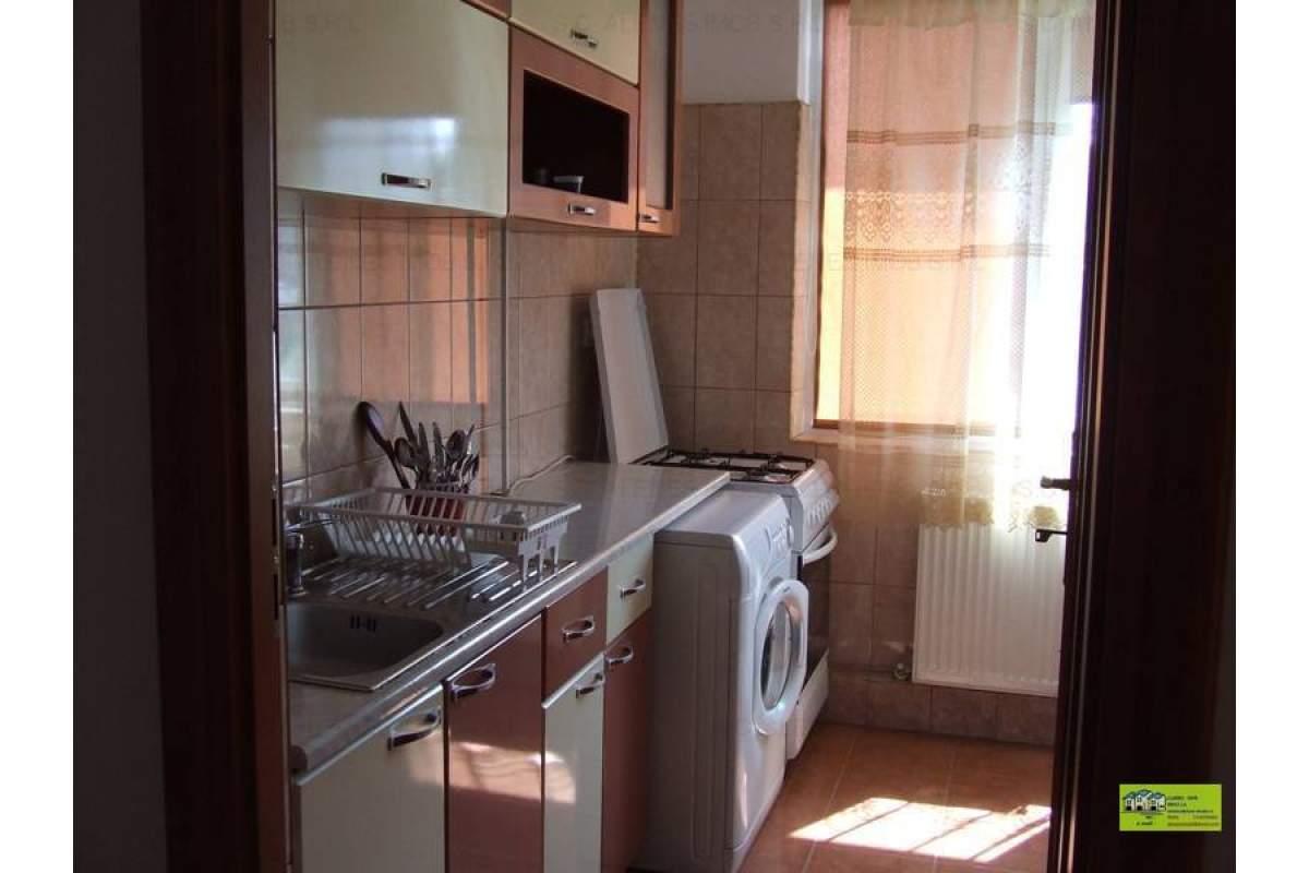 de inchiriat apartament 3 camere,mobilat lux,zona ultracentrala(Hristo Botev)