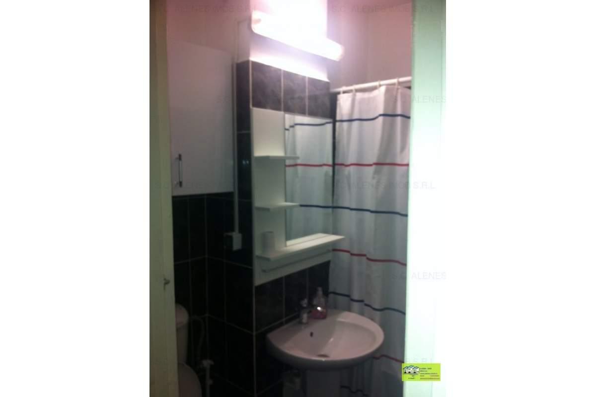 De inchiriat apartament 3 camere,renovat si utilat totul nou,zona ultracentrala
