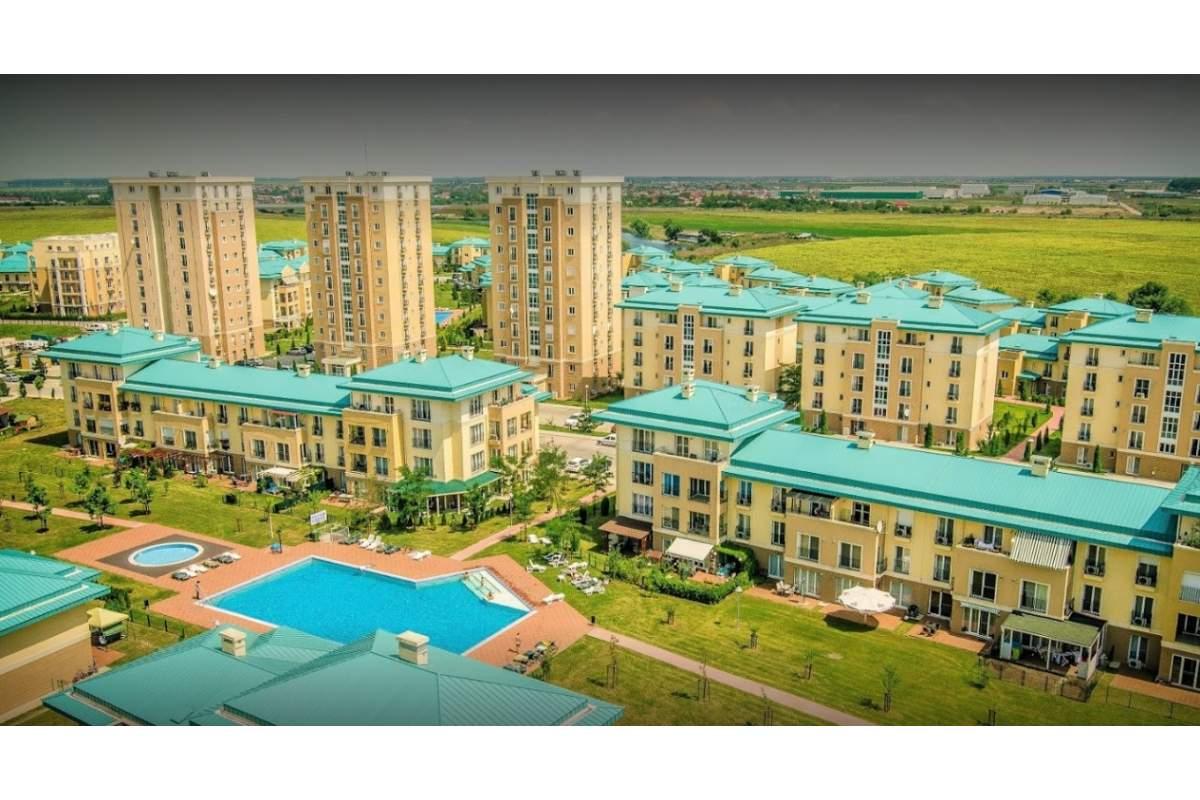 Inchiriere apartament 2 camere cu gradina, terasa si piscina