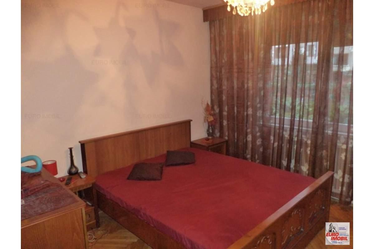 Inchiriere apartament cu 3 camere mobilat, utilat in zona Unirii