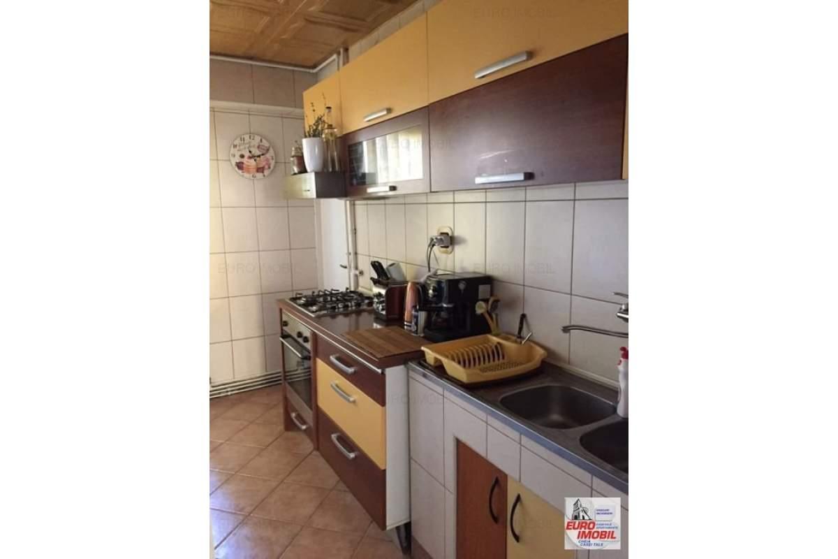 Inchiriere apartament cu 3 camere, mobilat, utilat, zona Fortuna-Corina