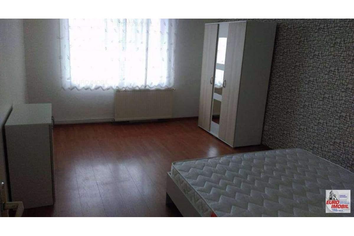 Inchiriere apartament cu 4 camere, mobilat, zona Tudor