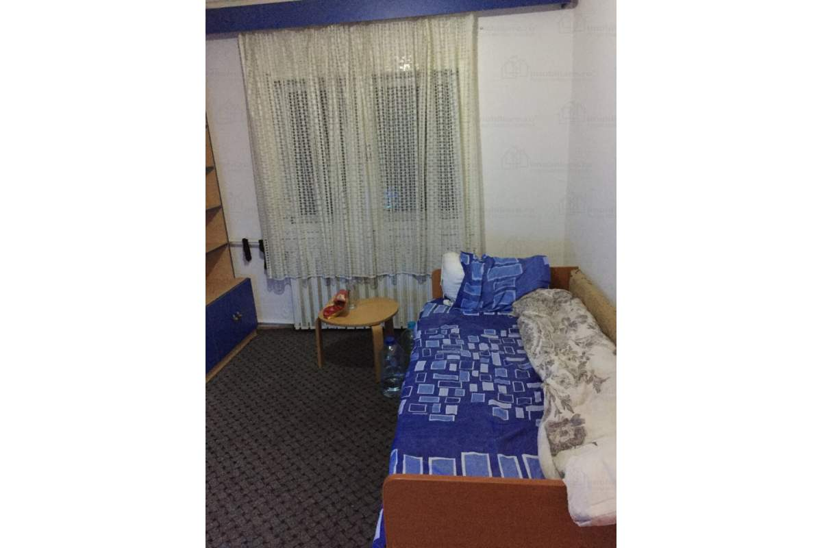 inchiriez 2 camere in apartament in centru (pentru fete)