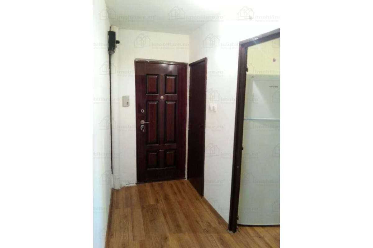 Inchiriez Apartament 2 camere decomandat cu centrala Zona Lipovei