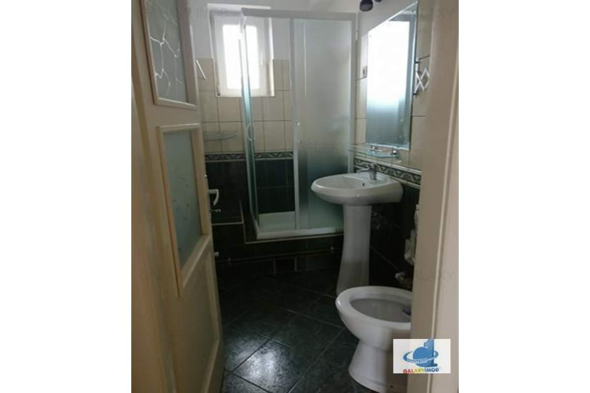 Inchiriez apartament 2 camere,zona ultracentrala