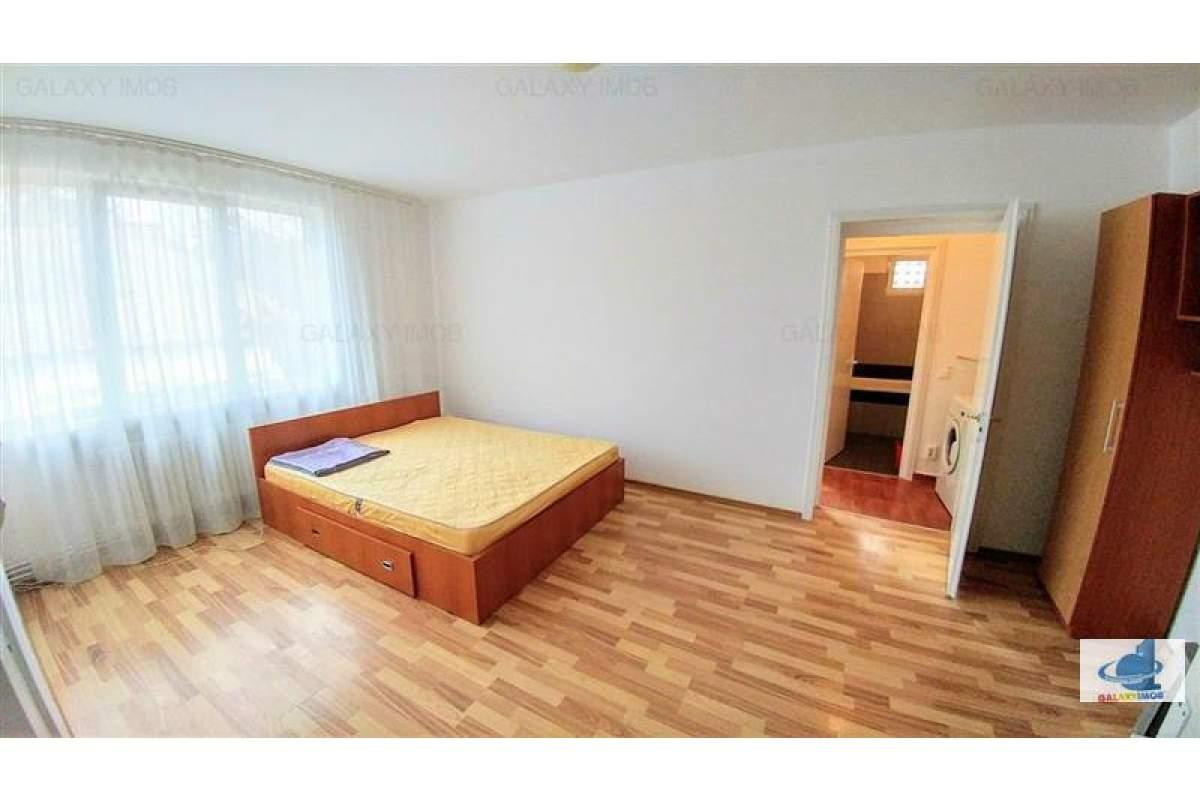Inchiriez apartament 3 camere in Cornisa