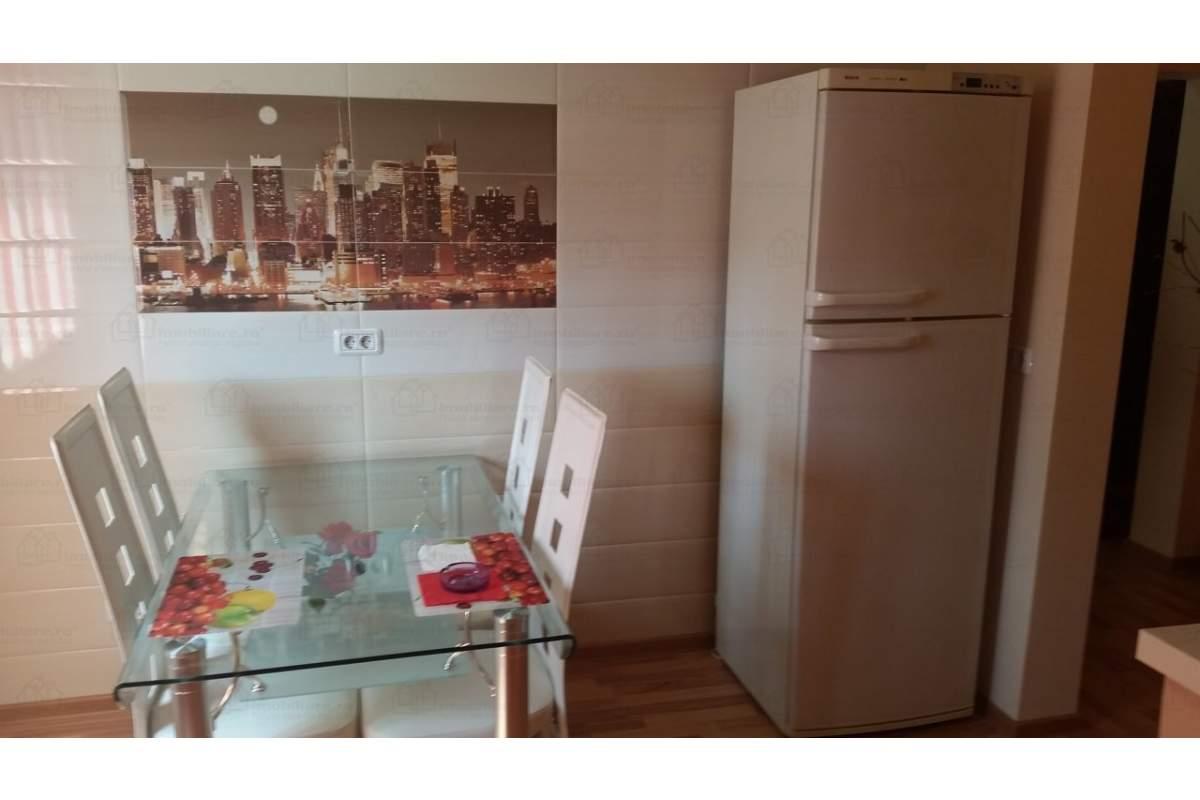 Inchiriez apartament 3 camere lux