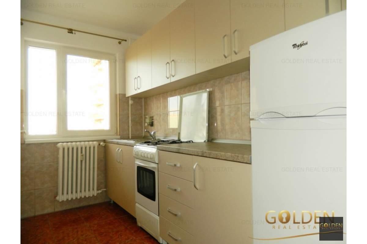 Inchiriez apartament 3 camere, zona Podgoria-Gara, amenajat si mobilat modern