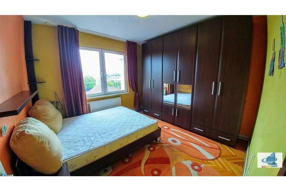 Inchiriez apartament cu 2 camere in cartierul Unirii (zona Palas)