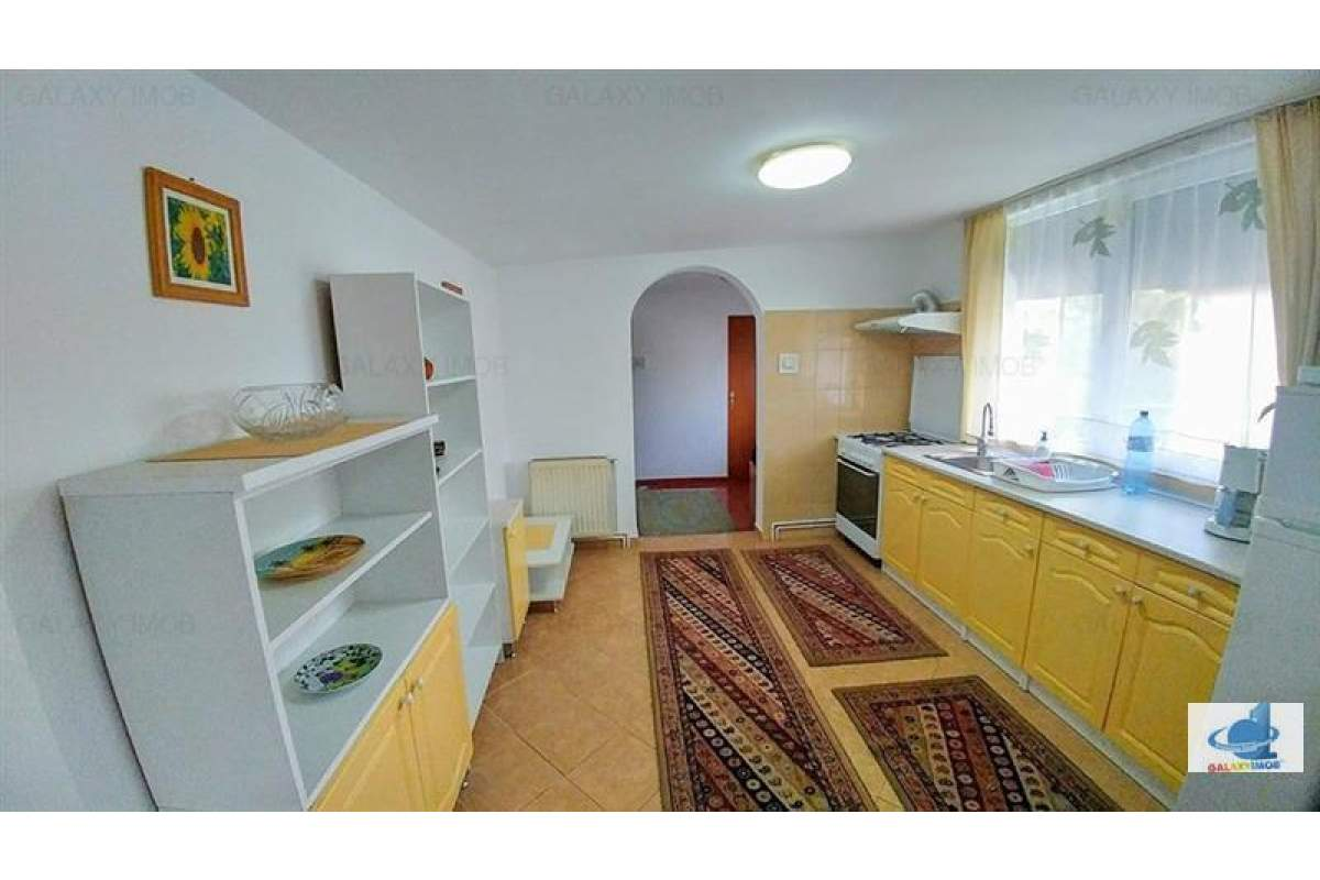 Inchiriez apartament cu 3 camere modern utilat, in zona semicentrala