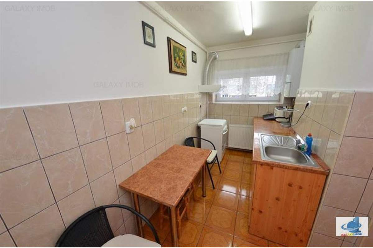Inchiriez apartament mobilat si utilat, cu 3 camere in zona centrala