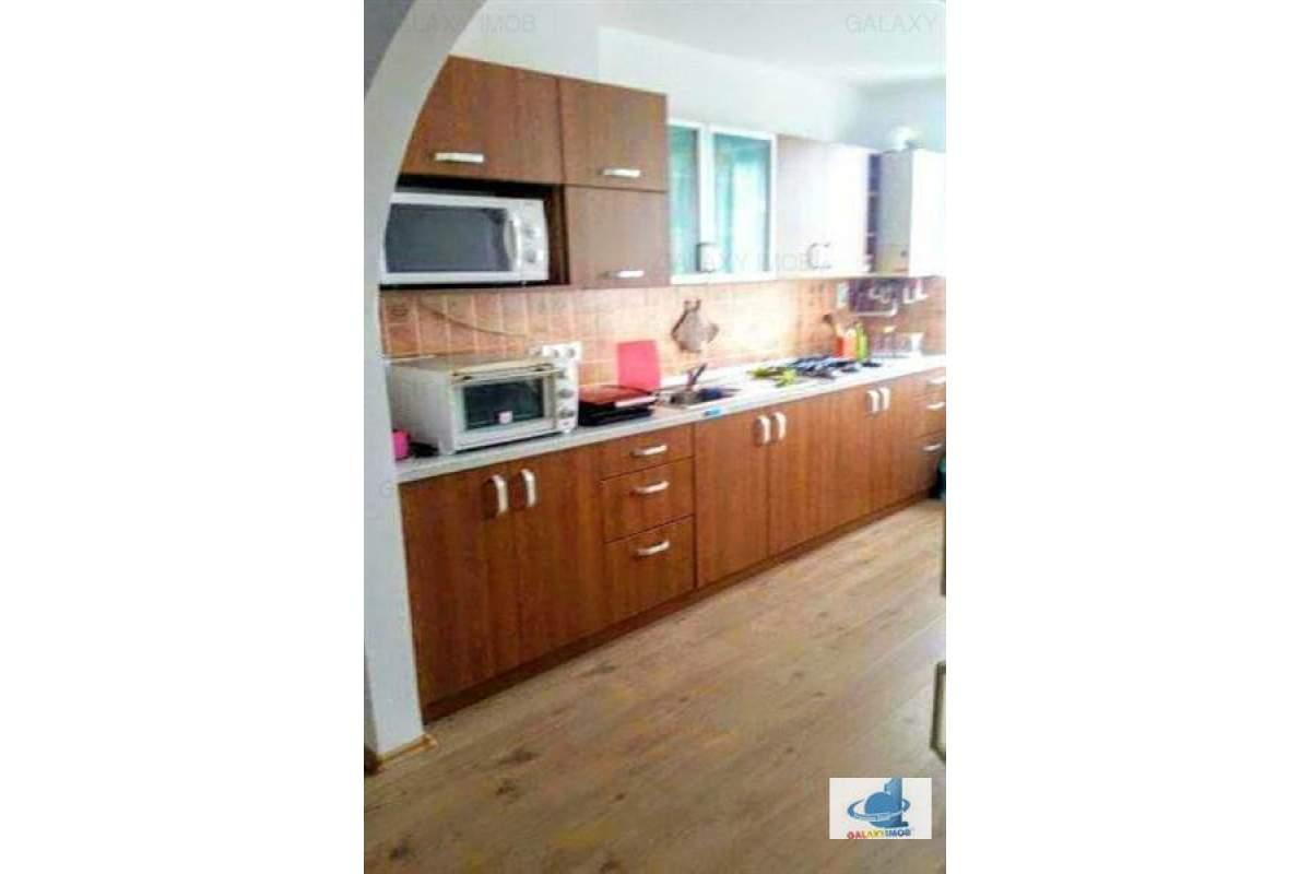 Inchiriez apartament ultracentral cu 3 camere in centru, langa BCR